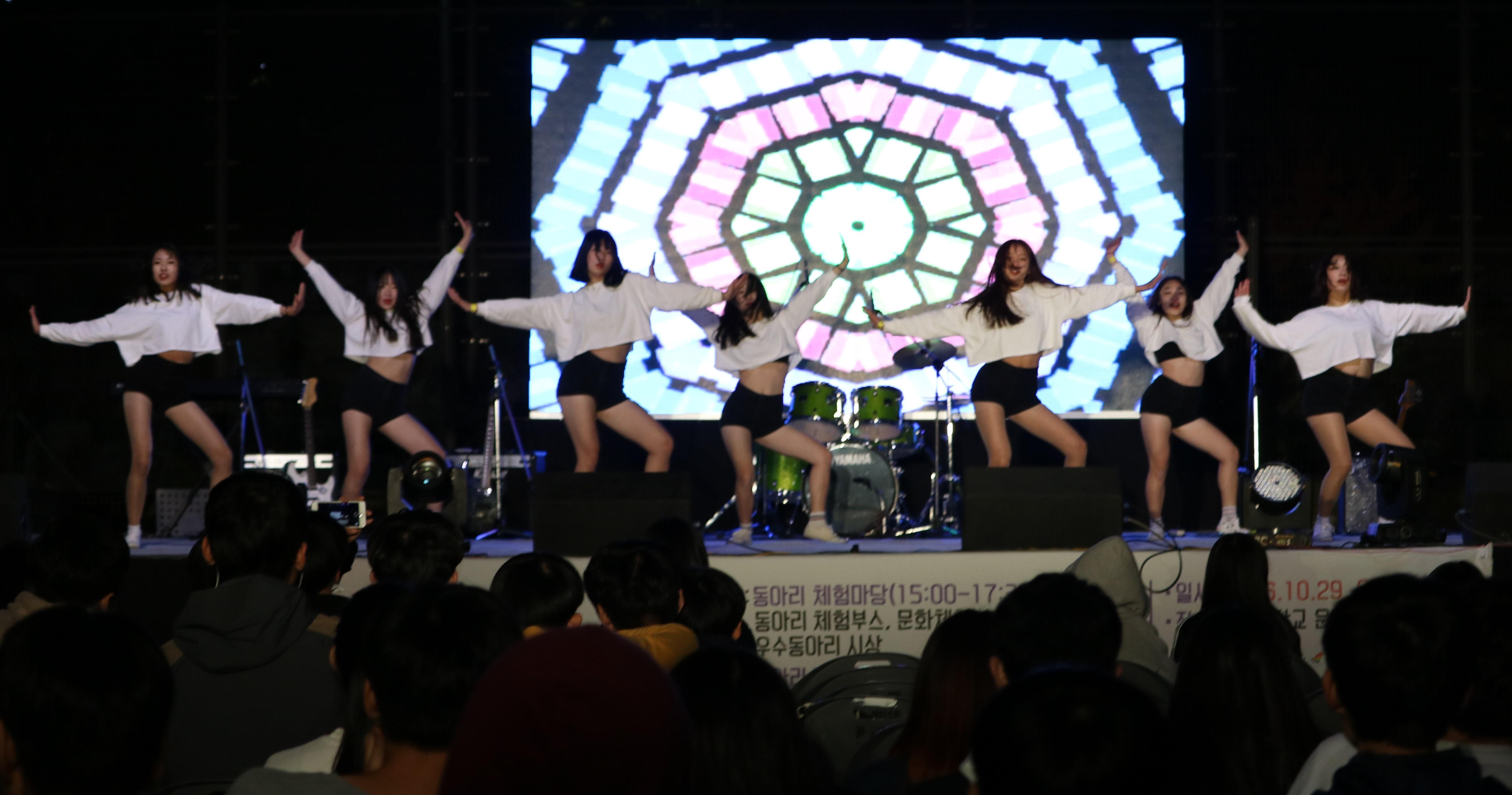 댄스공연.jpg